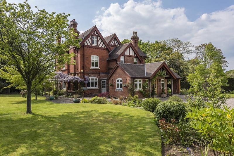 7.000000 Bedroom Detached  Nr Malvern